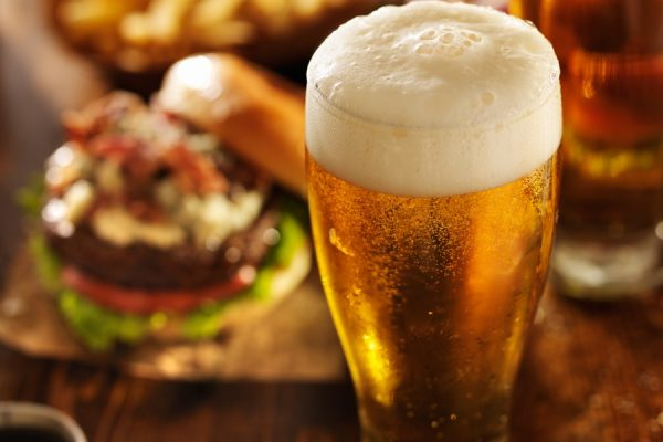 beer with hamburgers on restaurant table
